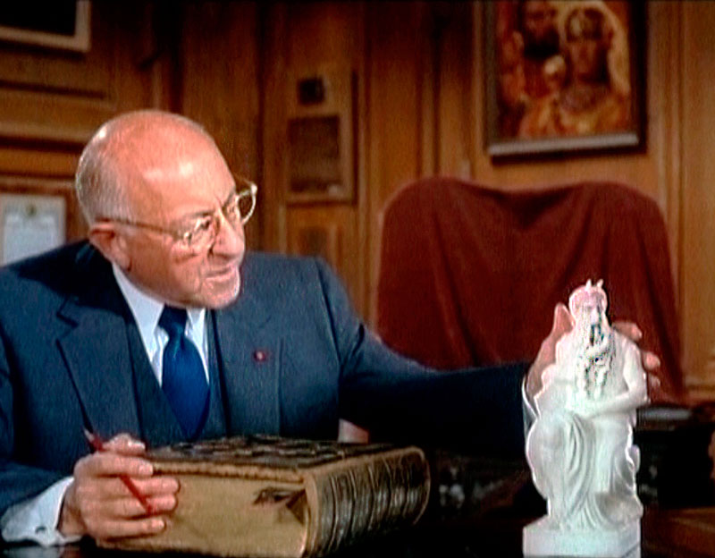 DeMille explaining the legend of Moses in a trailer for The Ten Commandments (1956)