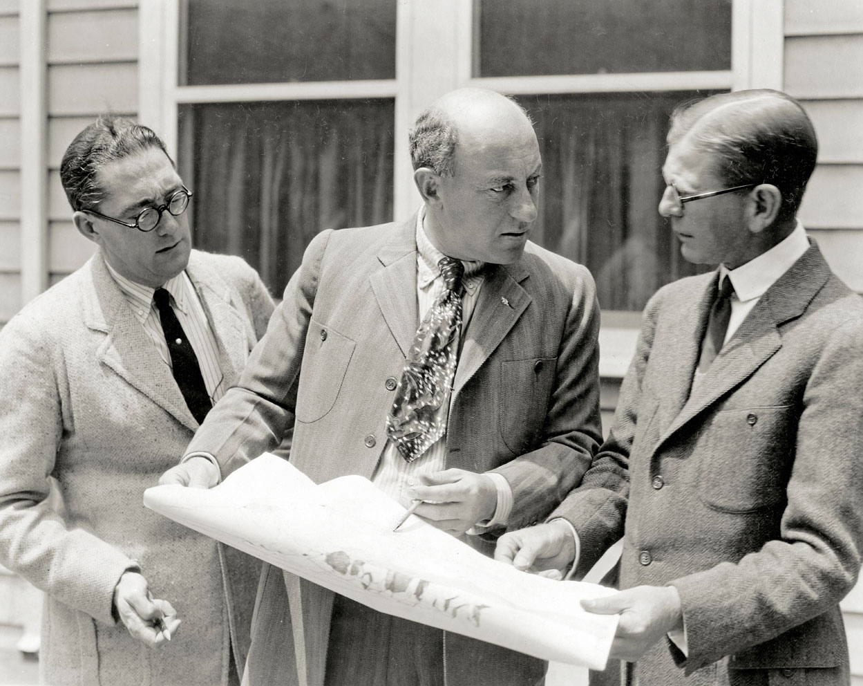 DeMille with art directors Paul Iribe and Francis McComas, 1923